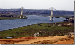 800px-Puente_sobre_el_Guadiana
