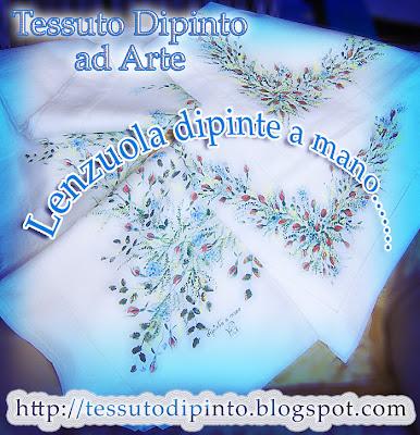 Pittura a pennello con colori per tessuto: boccioli di rosa