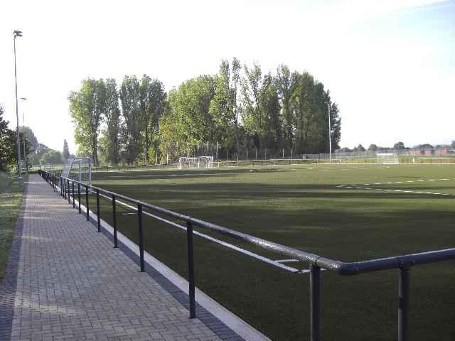 Sportplatz29040904.jpg