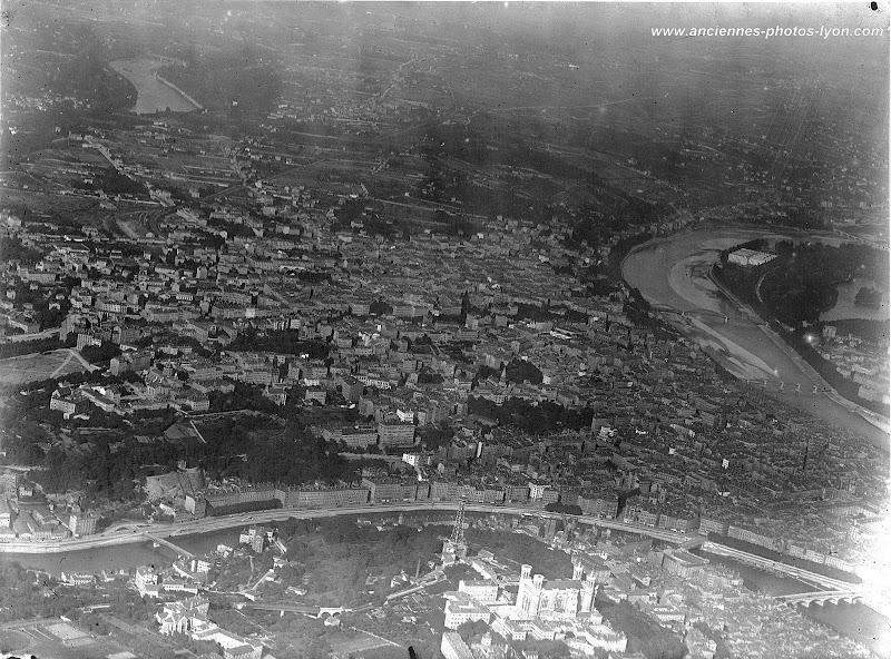 Vue aérienne des Pentes de la Croix-Rousse à Lyon dans les années 1930