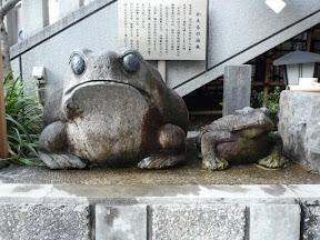 十番稲荷神社かえるさん石像