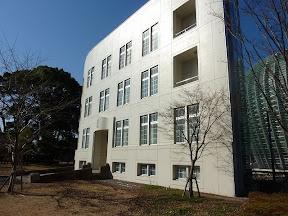国立新美術館敷地内の麻布三連隊隊舎