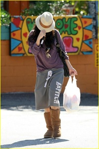 vanessa-hudgens-hide-hat-04