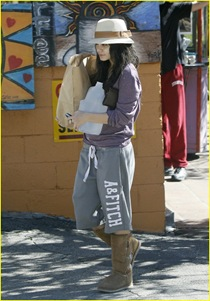 vanessa-hudgens-hide-hat-00