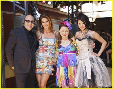 selena-gomez-cindy-crawford-wizards-08