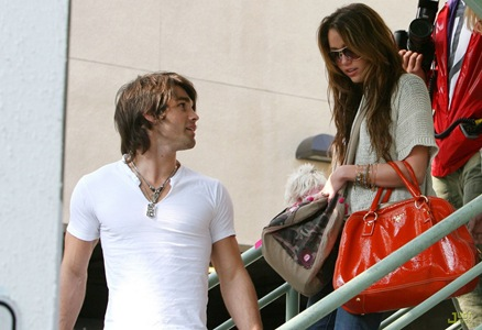 miley-cyrus-justin-gaston-market-city-06
