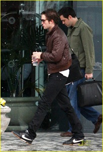 robert-pattinson-canuck-coffee-06
