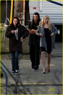 new-moon-cast-on-set-02