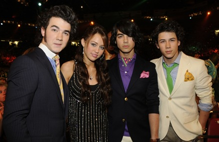 miley-cyrus-jonas-brothers-song