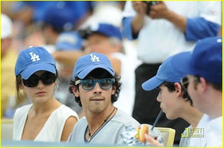 jonas-brothers-la-dodgers-game-02