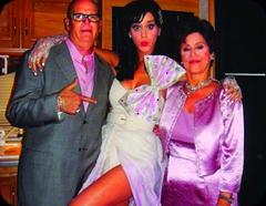 Katy Perry entre seus pais Keith e Mary