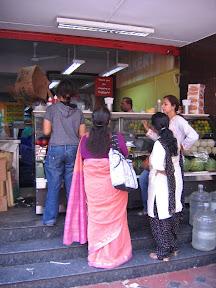 ชีวิตในบังกาลอร์ Fruit Bow และเปลี่ยนตั๋วกลับไทย