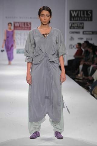 [WIFW SS 2011 collection bby Kallol Datta 1955 2[4].jpg]
