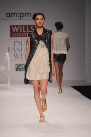 [WIFW SS 2011  am. pm by Ankur & Priyanka Modi (5)[4].jpg]