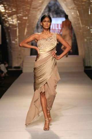 [WIFW SS 2011collection by Tarun Tahiliani   (9)[4].jpg]