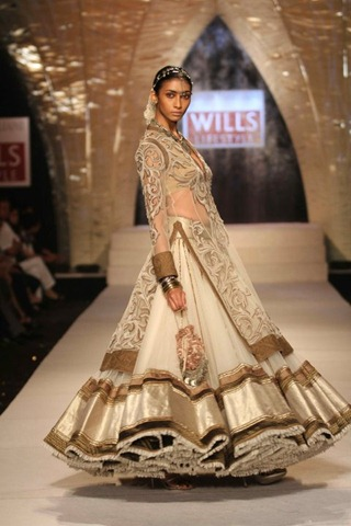 [WIFW SS 2011collection by Tarun Tahiliani   (21)[4].jpg]