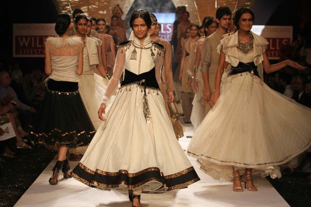 [WIFW SS 2011collection by Tarun Tahiliani   (29)[4].jpg]