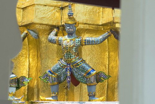Small%20Giant%20in%20Wat%20Khra%20Kaew - Some Sculptures in Wat Phra Kaew