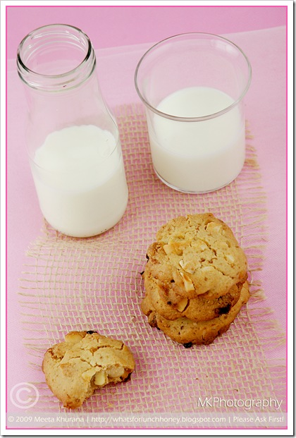 Cookies-MacadamiaChoc 02 framed