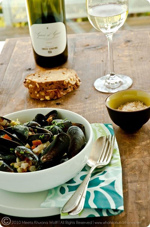 Mussels Creamy Garlic Sauce (0019) by Meeta K. Wolff