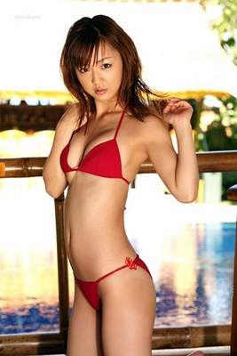 Asami_Tani_in_Her_Red_Bikini
