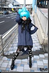 Lady-Gaga-Japanese-Fans-2010-04-17-010-P7152-600x903