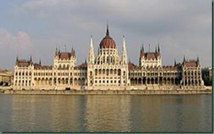 250px-Budapest_Parliament_4604