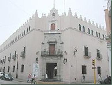 200px-Univeridad_de_Yucatan_Mérida