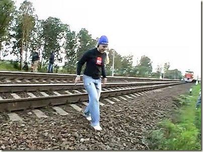 Прочь с железнодорожного полотна