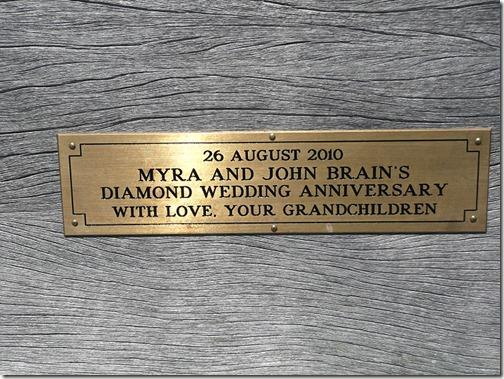 20 августа 2010 года. Мира и Джон Брэйн. Бриллиантовая свадьба. С любовью. Ваши внуки.