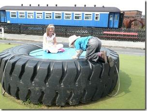 Snibston, детская площадка, колесо от БелАЗА