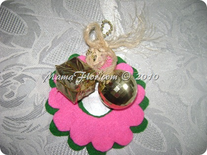 Como hacer una corona navidena con felpa