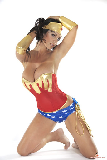 Wonder Woman Cosplay - Gallery Colection