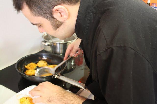 Axel cocinando