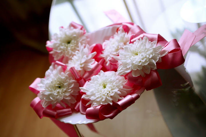 White chrysanthemum for wedding rings