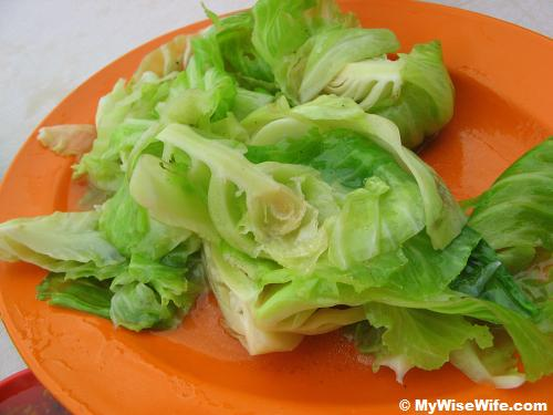 Stir-fried small green cabbages