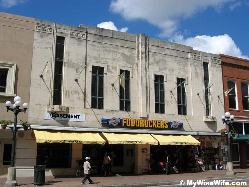 Facade of Fuddruckers at Alamo Plaza