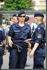 military_woman_austria_police_000008