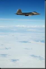 F-22A fighter planes dropped four guided bombs SDB - Истребитель F-22A сбрасывает четыре управляемых бомбы SDB