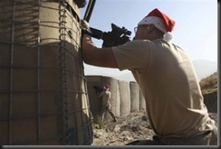 Американские солдаты в шапочках Санты