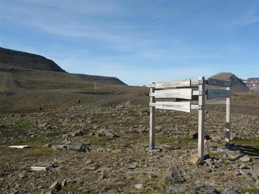 Upp á heiðinni við afleggjarann til Suðureyrar