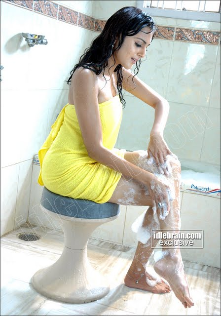 South indian actress taking bath – part 2