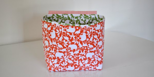 طريقة تصميم أكياس مربعه لاطفالكك ليضعوا بها العابهم Hanging Storage Baskets None