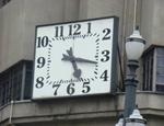 O velho relógio da Praça Ramos de Azevedo. Clique para ampiar