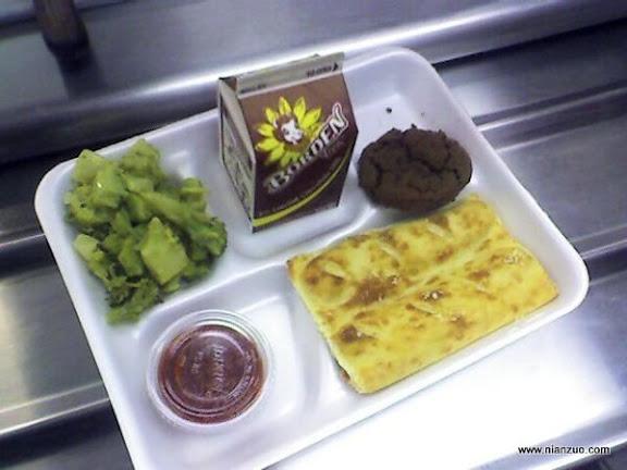 世界各国的校餐 美国:菜、番茄酱和巧克力奶
