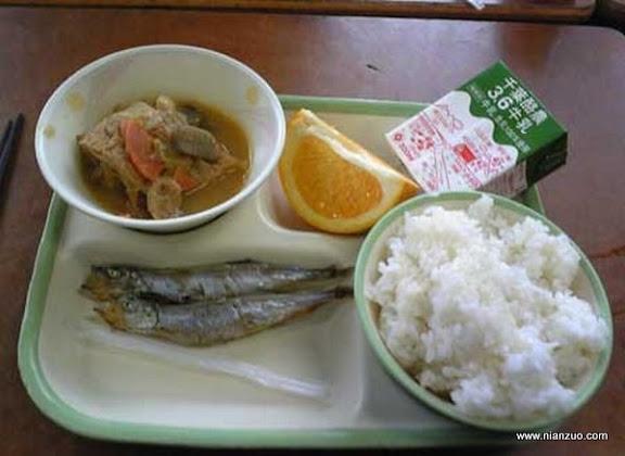 世界各国的校餐 日本:太少了吧