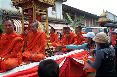 Travelfish - Luang Prabang - monks