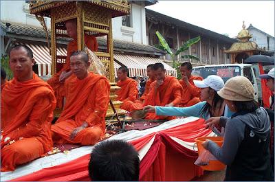 Travelfish - Luang Prabang - monks