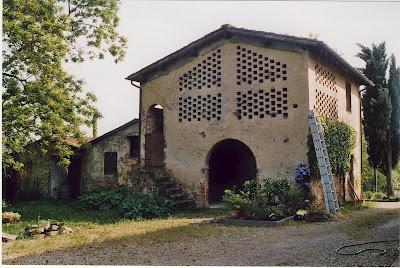 crumbling fienile, Italy