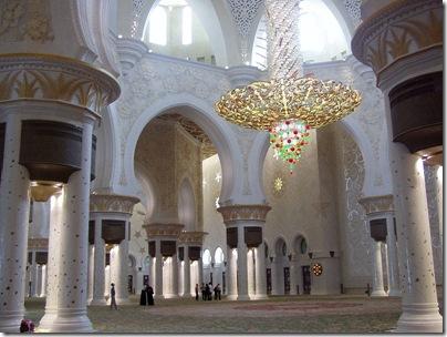 800px-Sheikh_Zayed_mosque_inerior